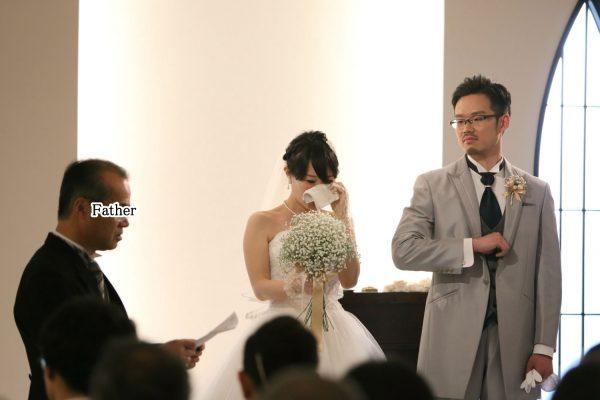 挙式中に、新婦のお父さんから新婦にメッセージ