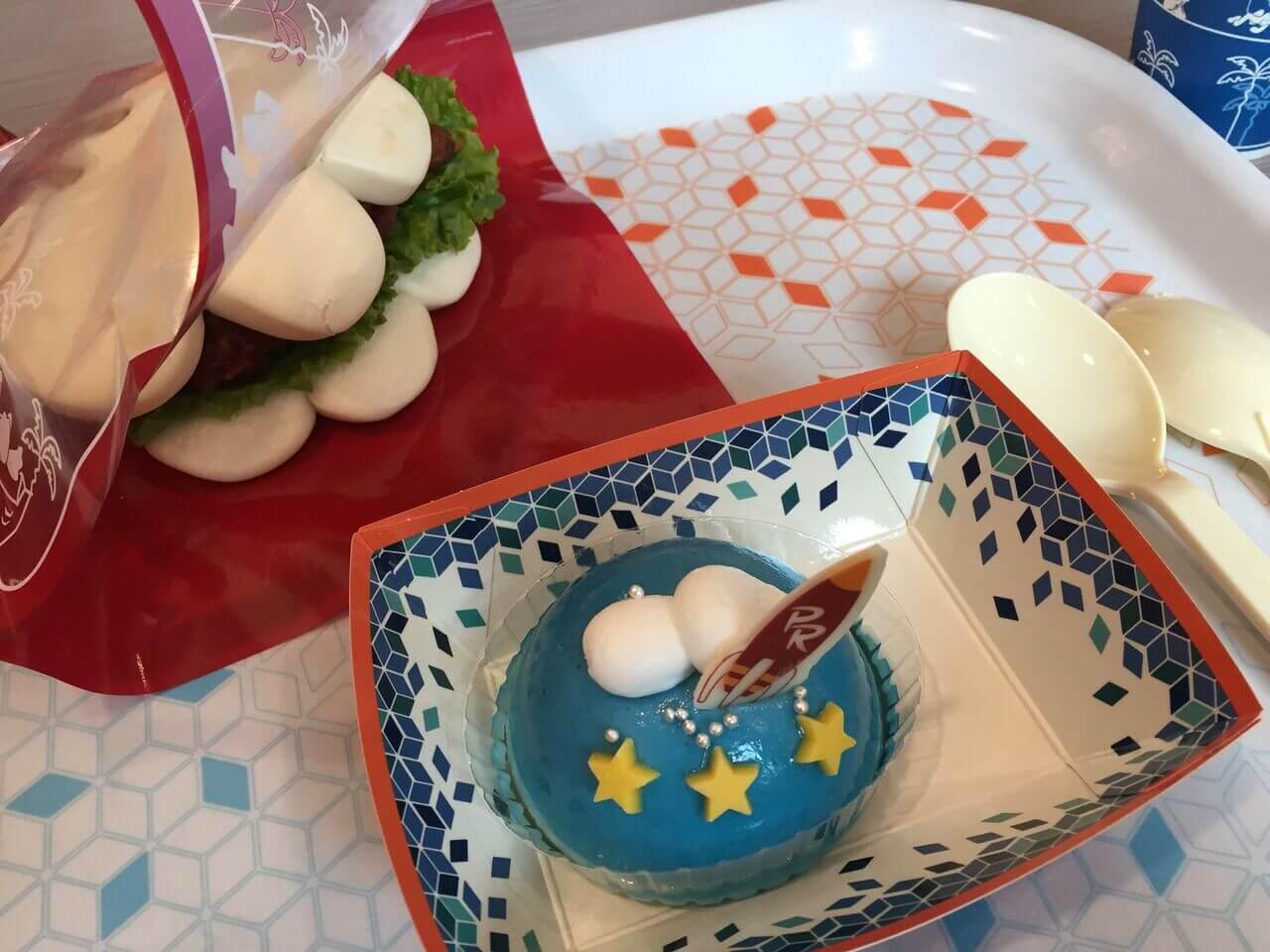 プラズマ・レイズ・ダイナーの「グローブシェイプ・チキンパオ」「ヨーグルトムースケーキ」で休憩